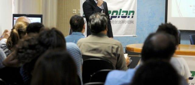 El economista Thiago Mendes durante la presentación del estudio. / Agencia Brasilia.