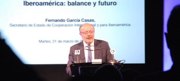 El secretario de Estado español para Cooperación Internacional e Iberoamérica durante la charla en la Casa de América. / ANCI
