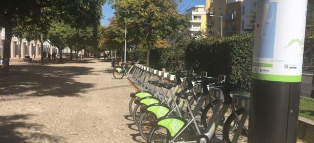 El primer servicio público de alquiler de bicicletas, el Gira, comenzó el pasado octubre.