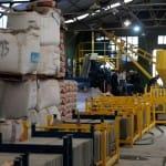 [:es]Buenos Aires cuenta con una fábrica que produce adoquines para las calles con material reciclado de sus puntos verdes[:]