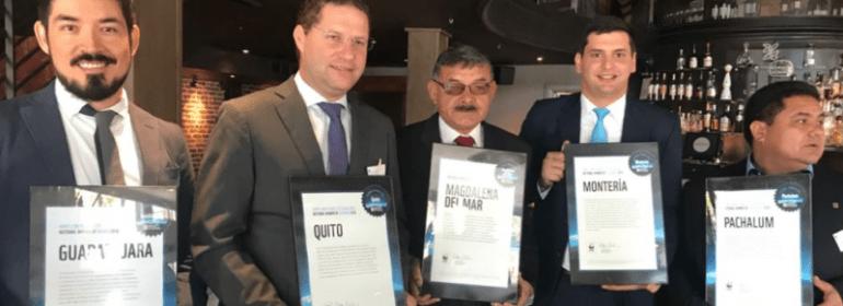 Alcalde-Mauricio-Rodas-recibe-el-Premio-a-Quito-800x445