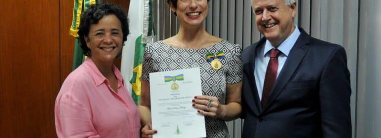 maria-paula-recebe-homenagem-do-governador-gabriel-jabur-1024x683