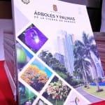 Panamá presenta un libro que recopila especie de árboles y palmas de la ciudad