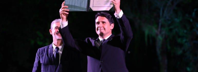 Alcalde recibe el diploma